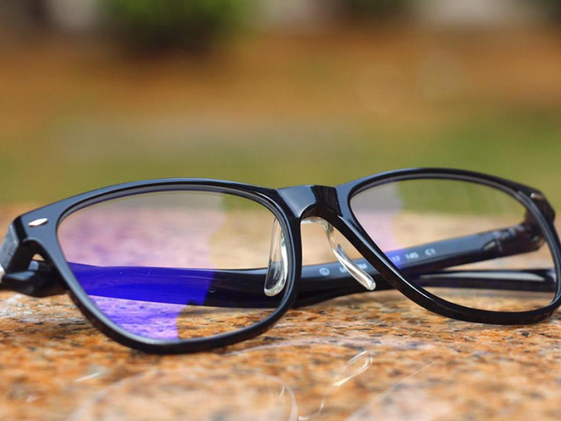 When Should You Wear Reading Glasses?