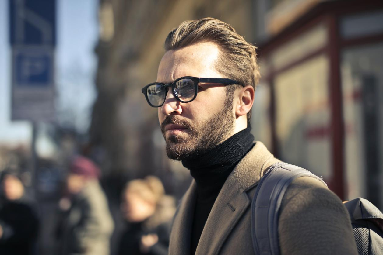 How to Select Best Eyeglasses for Your Hairstyle